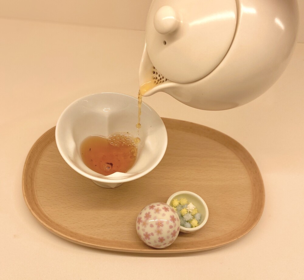 お茶とお菓子の桜三姉妹♪