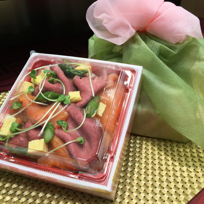 ひなまつりにお肉のちらし寿司はいかがですか♪