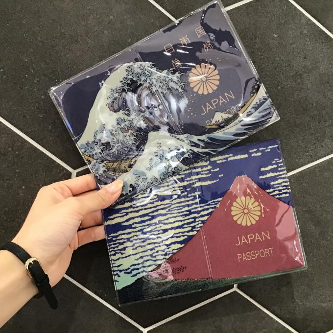 バズりパスポートケース!