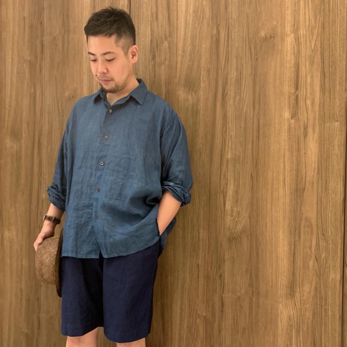「45R」麻世妙オーシャンシャツとインディゴショートパンツ