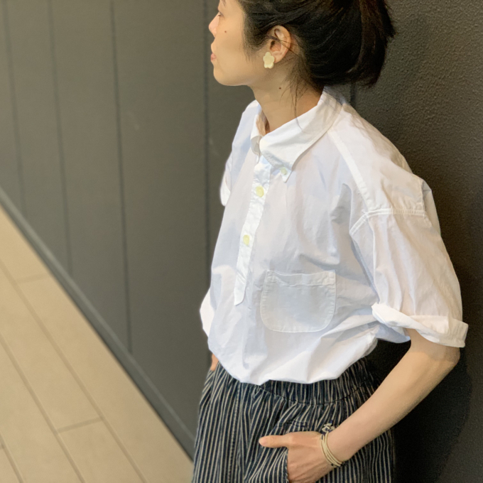 「45R」ダンプシャツとヒッコリースカート