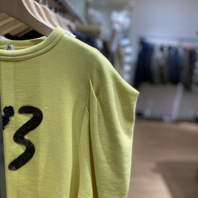 一枚でオシャレ✨革新的なデザイン『ドレスアップトレーナー』