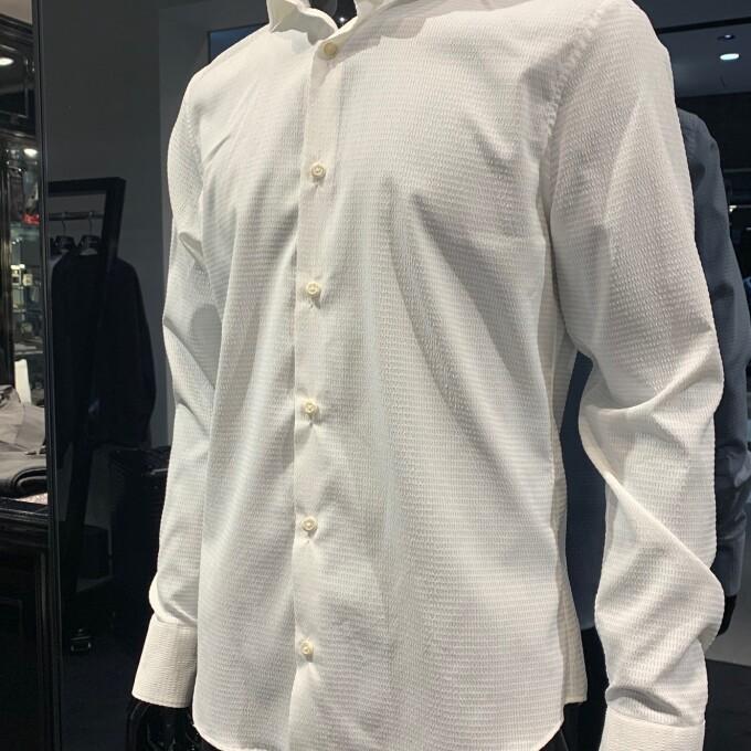 1枚でつかえる1piu1uguale3のプレーンシャツ