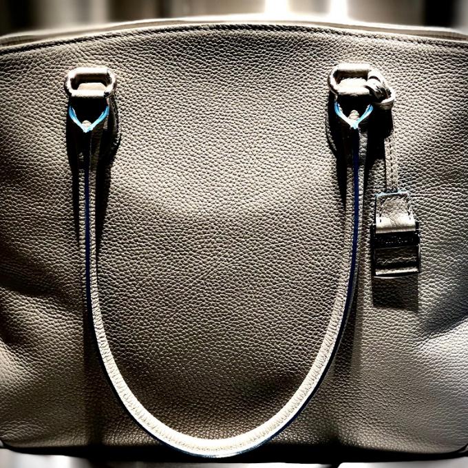 〈マイバッグいらずの安心サイズ〉ビジカジスタイルにバッグもコーディネート