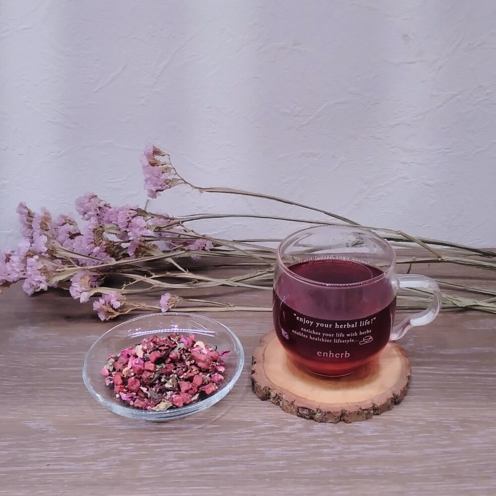 芳醇な赤ワインを思わせるベリー風味のハーブティー