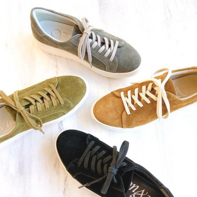 行楽にぴったりな靴のご紹介<第二弾>